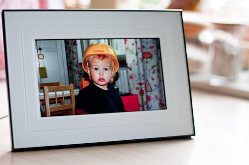 elektronischer bilderrahmen von kodak mit wlan. Black Bedroom Furniture Sets. Home Design Ideas